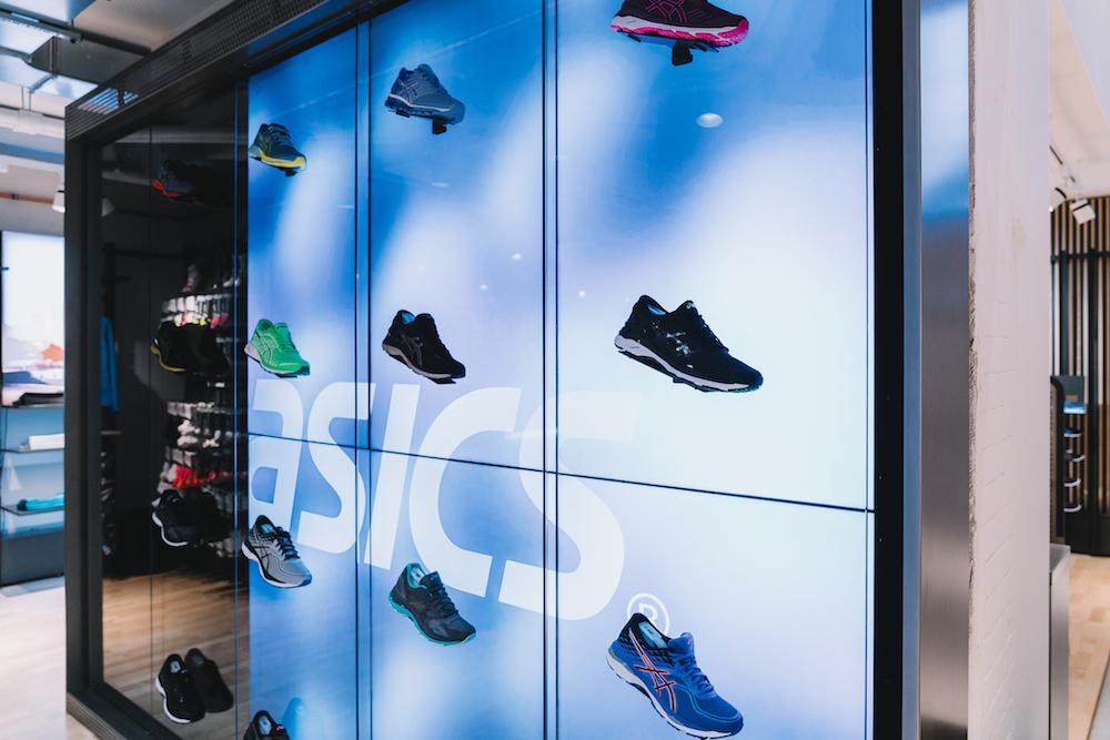 timeless design d810d ea754 Natur und Technik im neuen Asics Store Berlin
