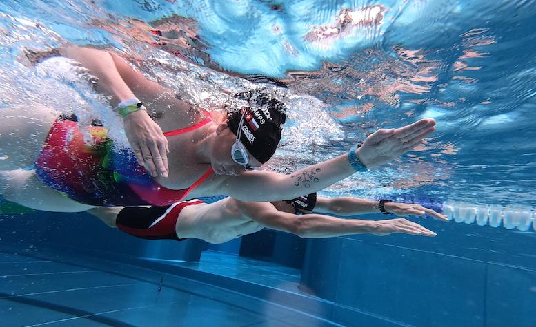 Beim Schwimmen auf einen effektiven Armzug achten