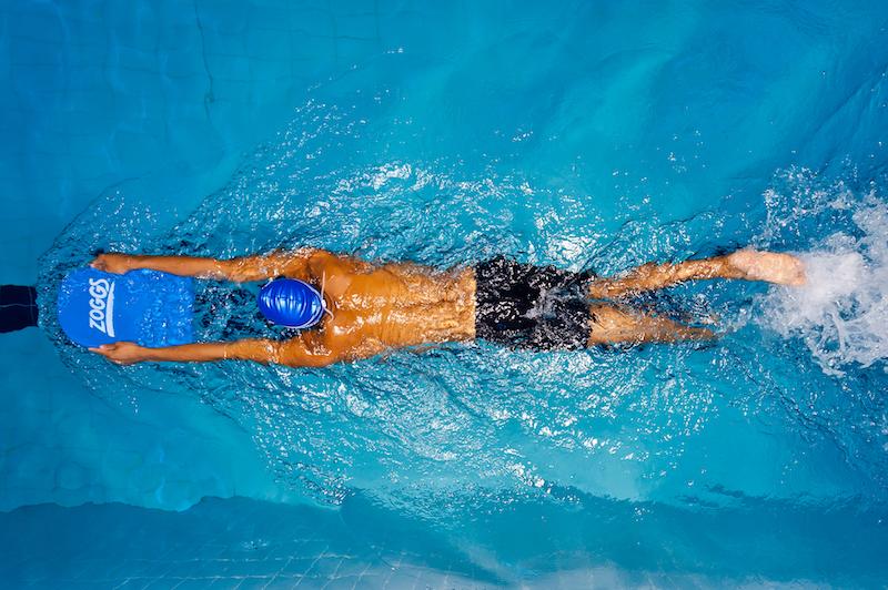 Schwimmen mit Schwimmbrett