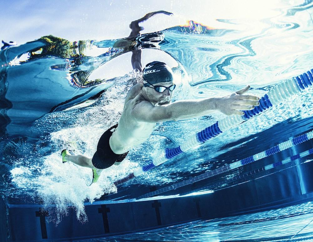Fabian beim Schwimmen. Warum die richtige Atmung so wichtig ist